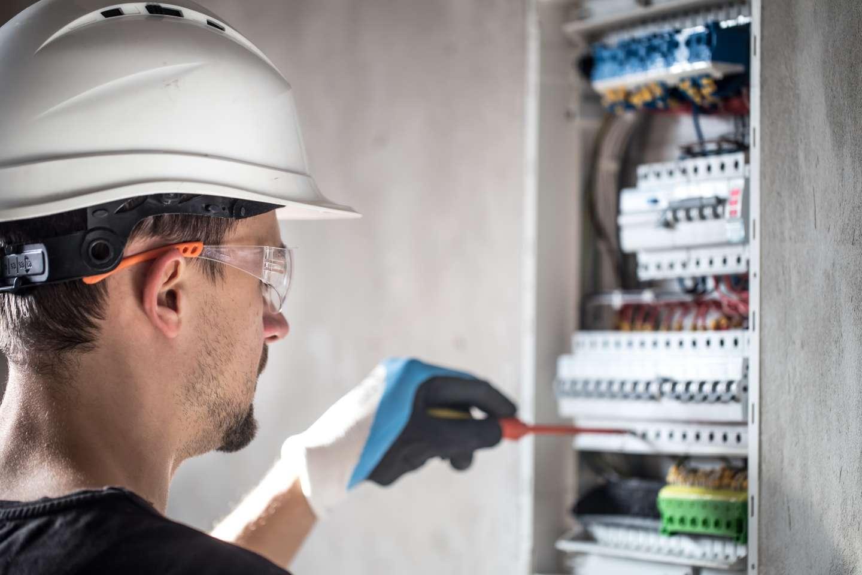 Confira 8 EPIs Para Eletricistas Indispensáveis Para Evitar Acidentes